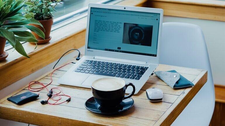 Làm việc tại nhà phải 2-3 tách cà phê mới đủ duy trì sự tập trung