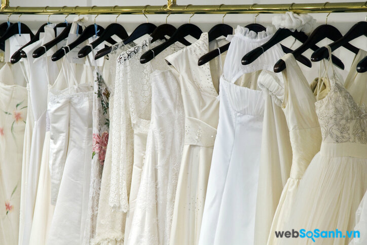 Các mẫu váy cưới khi mặc lên người sẽ lên dáng khác so với khi treo trên giá (ảnh internet)