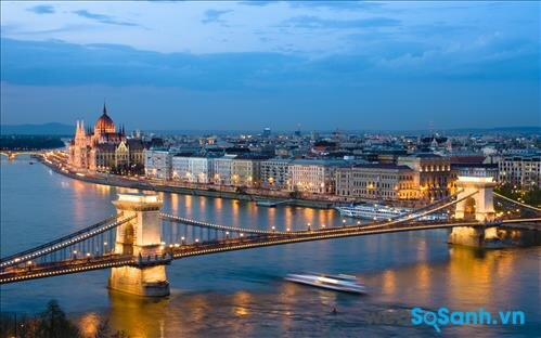 Budapest đẹp với ánh đèn rực rỡ vào buổi tối
