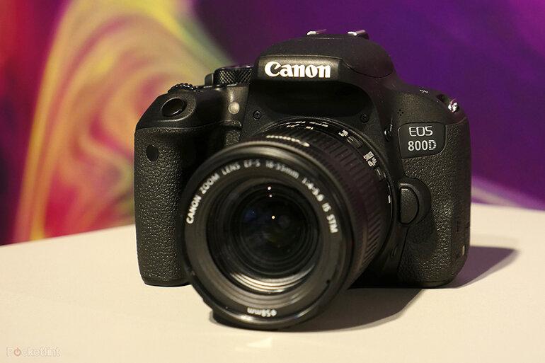 Canon EOS 800D kích thước lớn hơn M50