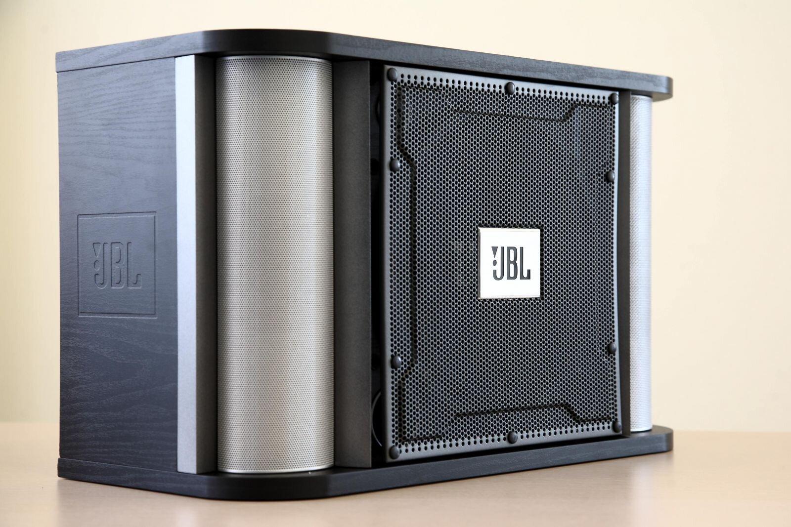 LOA JBL RM 10II có thiết kế khá độc đáo