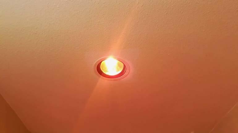 Đèn sưởi âm trần 1 bóng phòng hot yoga