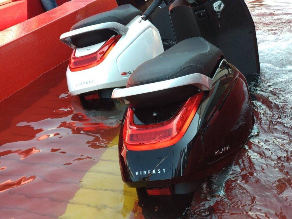 Xe máy điện có đi được trời mưa không hoặc trong điều kiện ngập úng