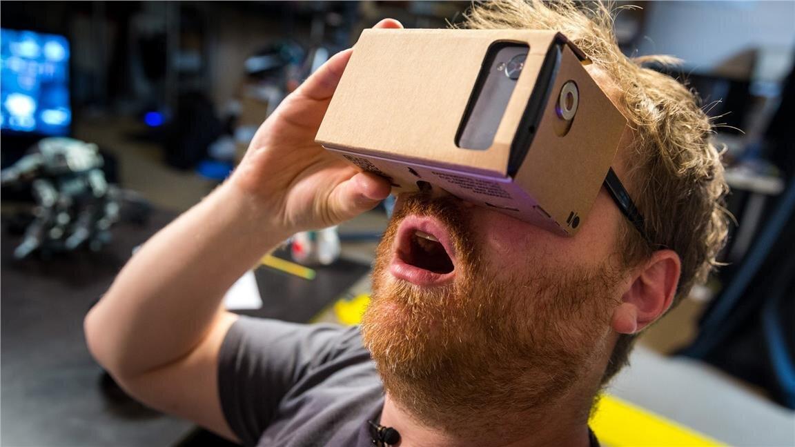 Kính VR Google Cardboard được lắp ráp dễ dàng từ các bộ phận