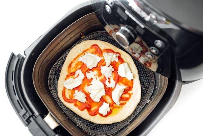 Cách làm bánh pizza bằng nồi chiên không dầu