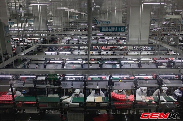 Nhân viên tại nhà máy Gionee làm việc tám giờ mỗi ngày, có thể thêm hai tiếng nếu cần. Lương trung bình của họ vào khoảng 500~550 USD/tháng.