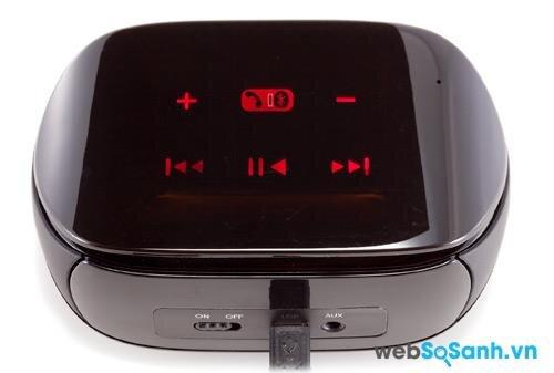 Mặt trên của chiếc Mini Boombox với điều khiển cảm ứng