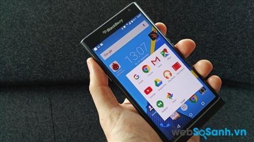 Điện thoại BlackBerry Priv là mẫu smartphone đầu tiên của BB chạy hệ điều hành Android với phiên bản Android 5.1 Lollipop