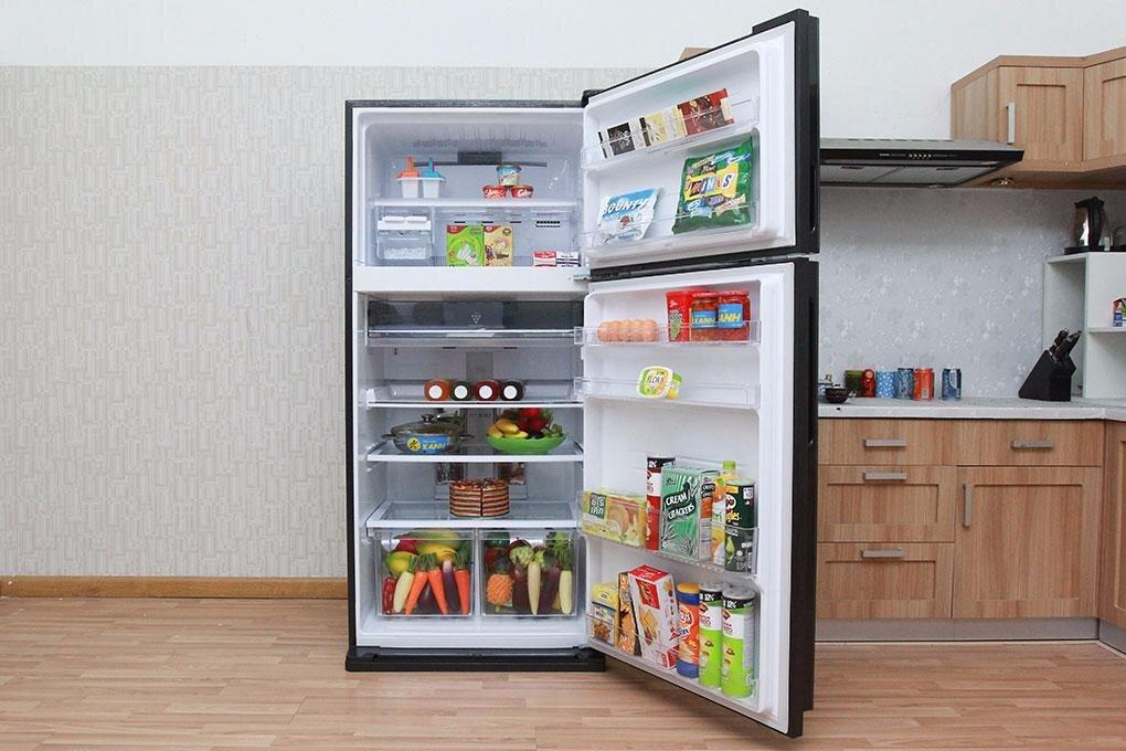 Tủ lạnh Sharp dung tích lớn phù hợp cho gia đình.