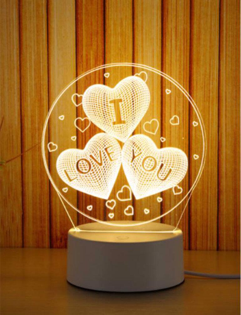 Đèn ngủ với 3 hình trái tim kèm dùng chữ