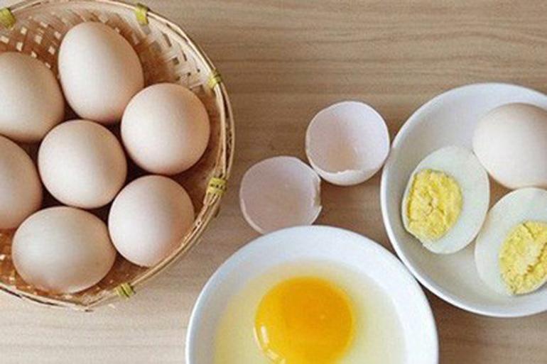 Nên cho chó Nhật ăn trứng thường xuyên