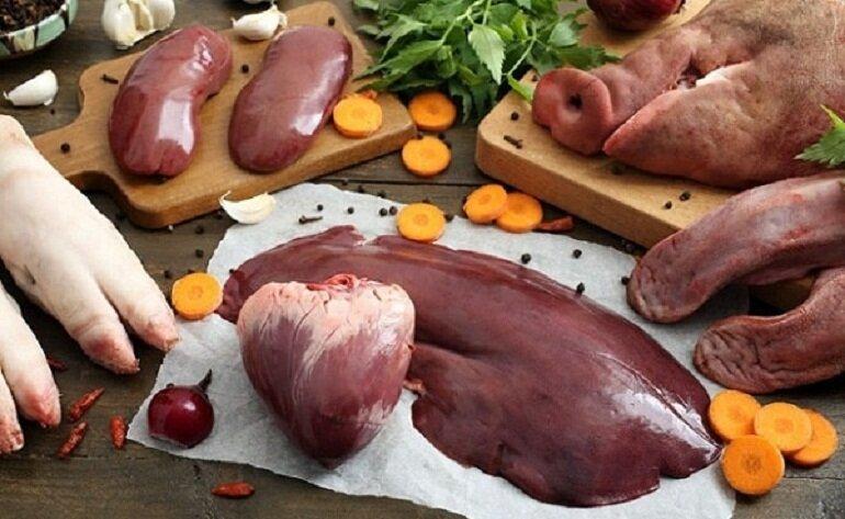 Nội tạng là món ăn khoái khẩu và ưa thích của các chú chó Rott