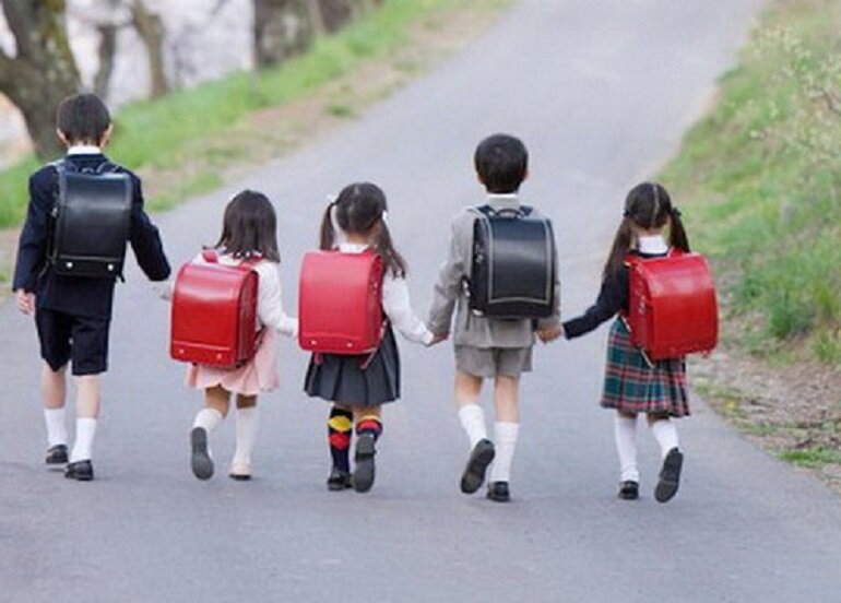 Cặp sách chống gù lưng Randoseru của Nhật Bản