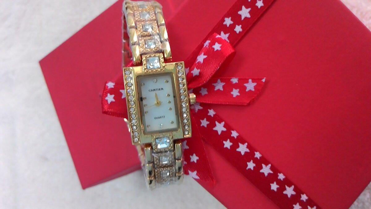 Đồng hồ Cartier thiết kế thanh lịch, sang trọng