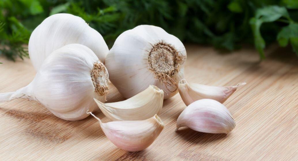 Tỏi là gia vị mang đến những món ăn có mùi thơm và hương vị quyến rũ. Đặc biệt, trong tỏi có chứa các chất có lợi cho não bộ khi sử dụng
