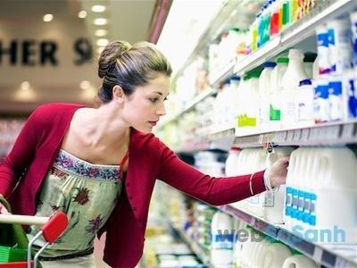 Mua sữa bột nào tốt nhất cho bé là điều mà tất cả các bà mẹ đều quan tâm