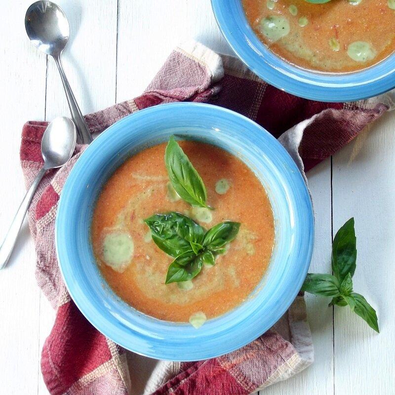 Súp khoai tây hoặc cháo khoai tây + cà rốt (xay nhuyễn) rất tốt cho bé ăn dặm