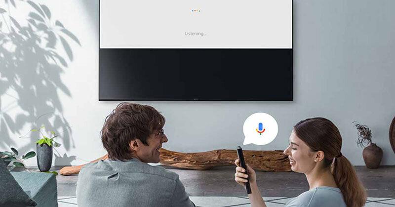 Smart TV Sony cho phép người dùng tìm kiếm bằng giọng nói.