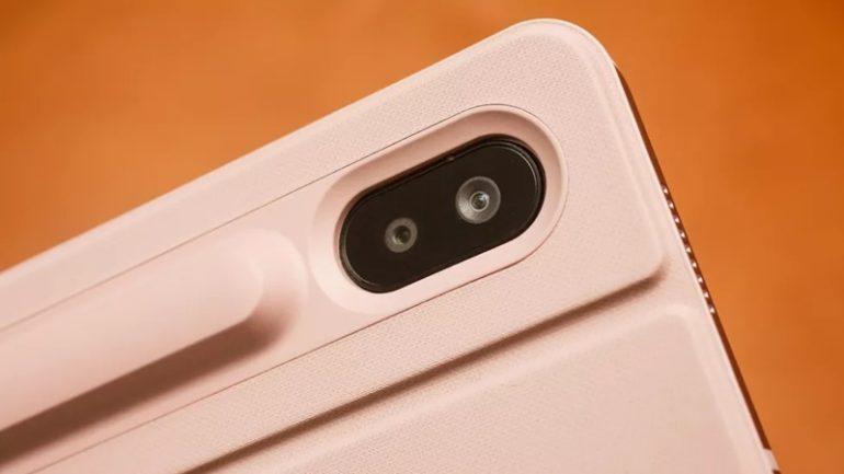 Là chiếc máy tính bảng đầu tiên của Samsung được trang bị camera kép