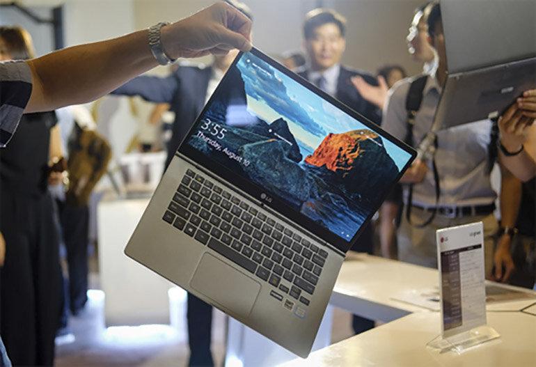 [Tư vấn} Chọn mua Macbook 13 inch hay Macbook 15 inch trong năm 2018