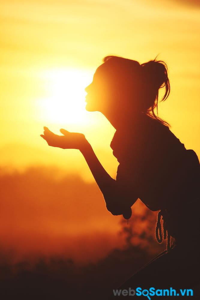 Nắng buối sáng giúp cơ thể tổng hợp nhiều Axit Nitric giúp điều hòa huyết áp