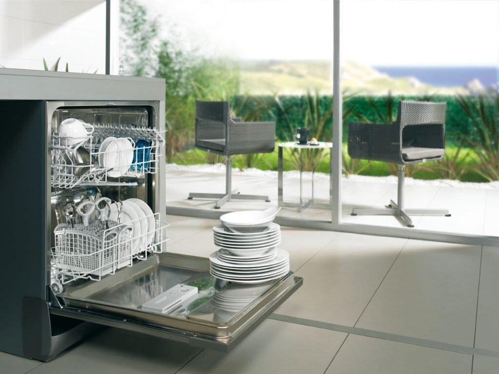Máy rửa chén là thiết bị nhà bếp không thể thiếu của các gia đình hiện nay