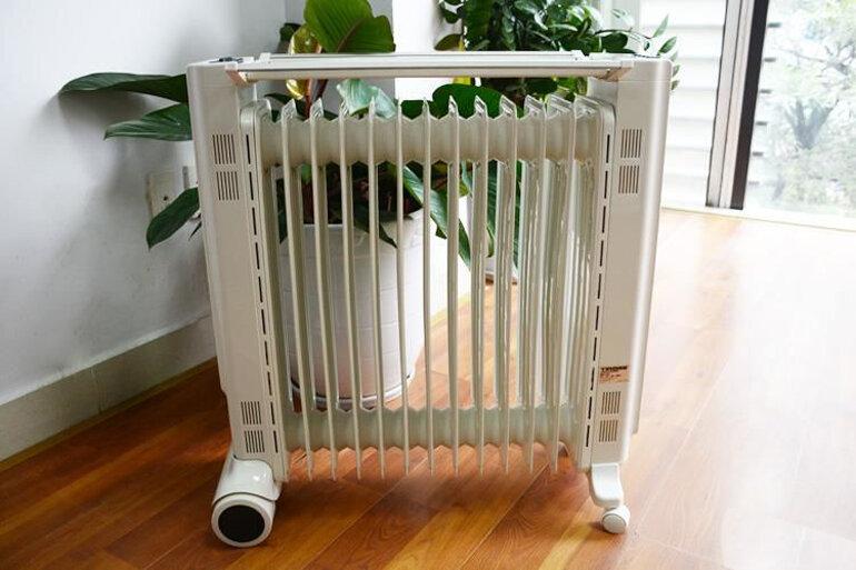 Máy sưởi dầu Tiross an toàn cho trẻ sơ sinh