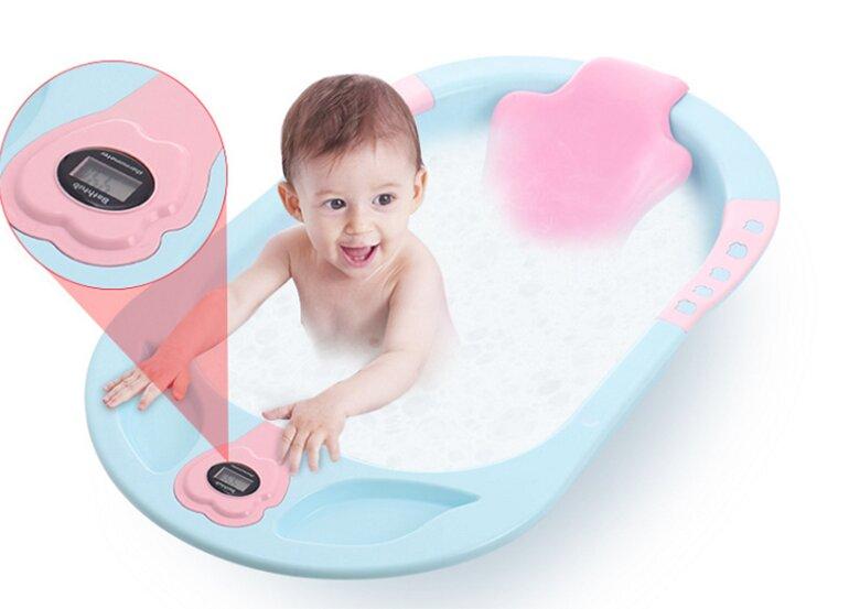 Chậu tắm cho bé là vật dụng được thiết kế dành riêng cho các bé, phục vụ nhu cầu tắm rửa hàng ngày của bé