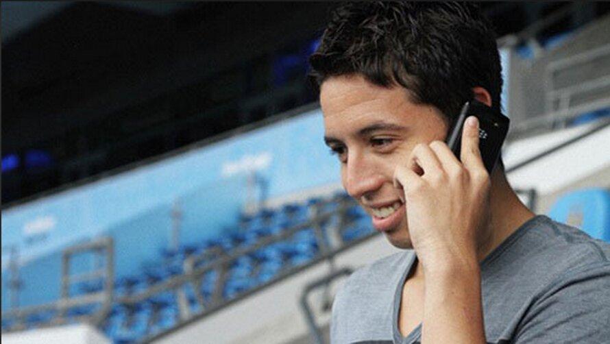 Blackberry đình đám một thời, cũng được tiền vệ Samir Nasri của Man City sử dụng.