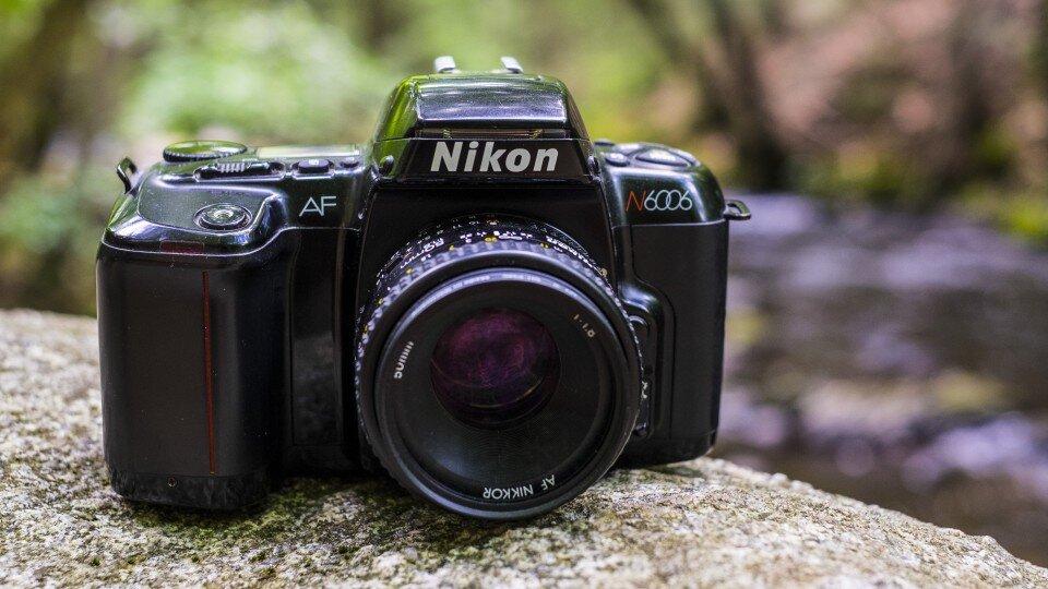 Máy ảnh SLR Nikon có khả năng chụp gần và xa tốt