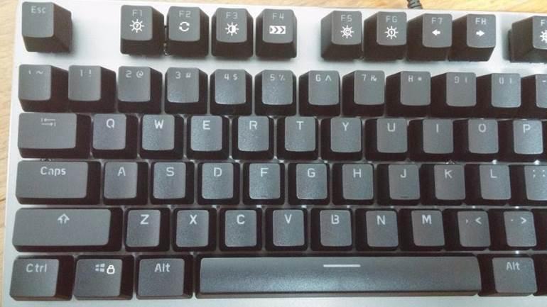 bàn phím cơ rapoo v500