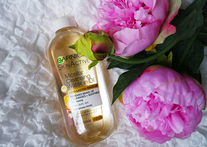 Sản phẩm tẩy trang Garnier Skin Active Oil Infused Micellar Cleansing Water