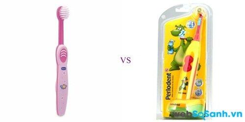 Bàn chải đánh răng thông thường (trái) và bàn chải đánh răng điện (phải)