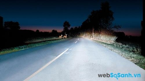 Sử dụng đèn pha trên những đoạn đường vắng