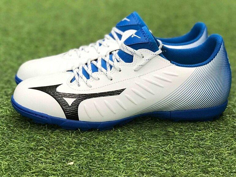 Giày đá bóng Mizuno được cầu thủ Hà Đức Chinh của đội tuyển Việt Nam tin chọn