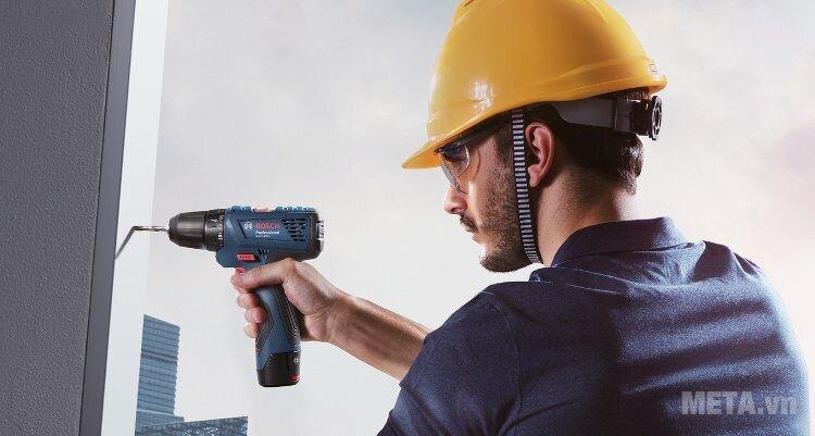 Máy khoan vặn vít dùng pin GSR 120-LI có báng cầm mềm, trọng lượng siêu nhẹ 1,2kg