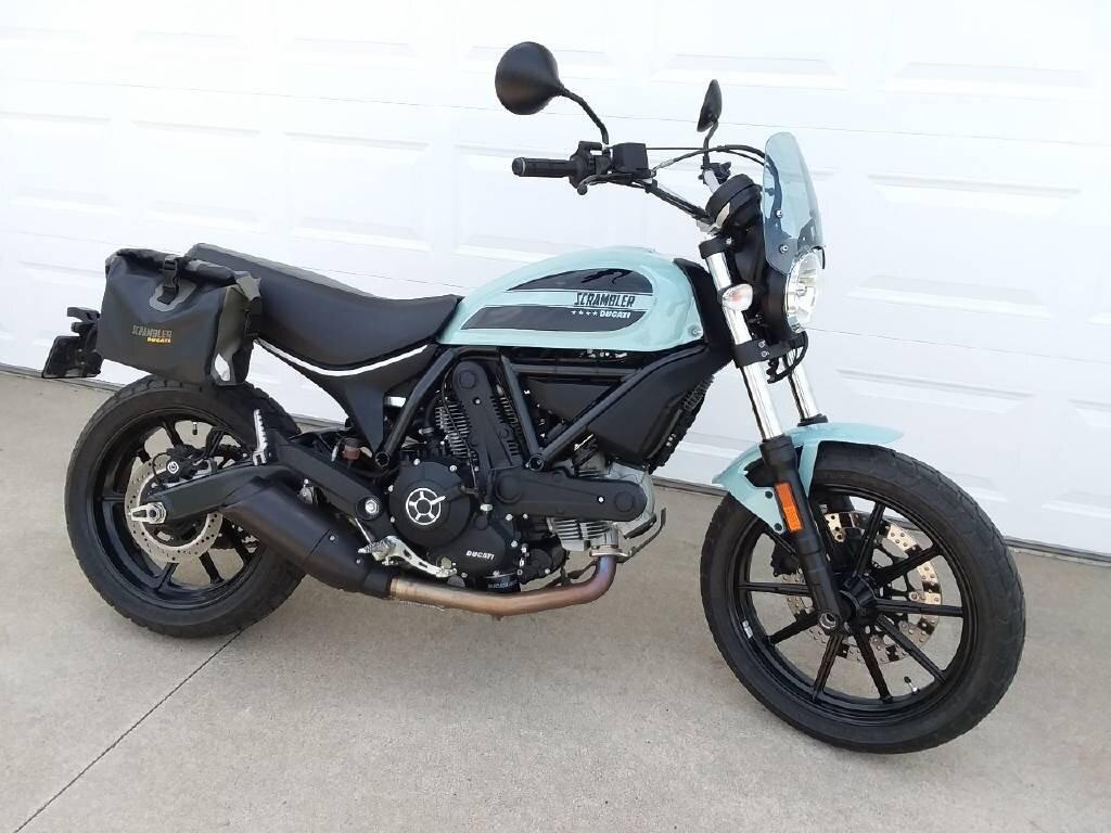 Ducati Scrambler Sixty2 phù hợp với những bạn gái mới tập tành làm quen chơi xe phân khối lớn.