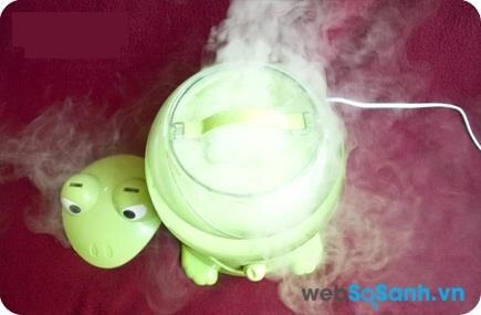Dùng máy phun sương kết hợp với quạt sẽ làm căn phòng của bạn mát hơn rất nhiều
