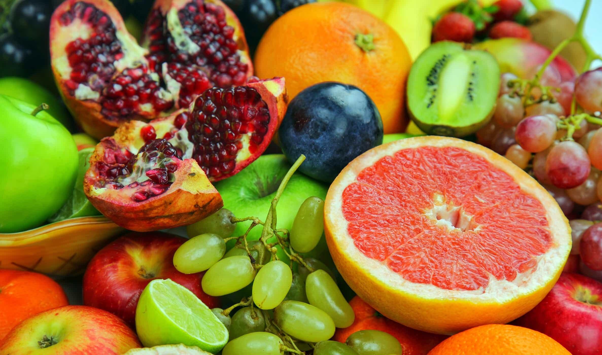 Trái cây không những cung cấp chất xơ mà còn các loại vitamin, khoáng chất tốt cho cả mẹ và bé
