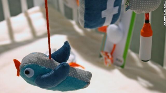 Việc tích hợp điện thoại trong đồ chơi cho phép