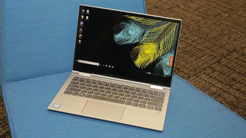 Nhìn vậy nhưng chiếc laptop này chỉ nặng 1.19kg