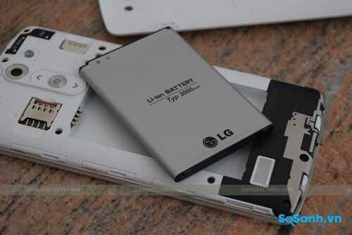 Pin 3000mAh và khe cắm thẻ của LG G3 Stylus Nguồn Internet