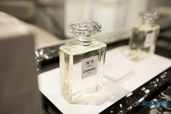 Thiết kế truyền thống của nước hoa Chanel no5 leau