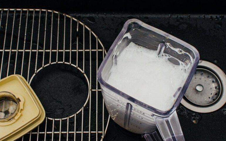 Vệ sinh sạch sẽ giúp máy xay sinh tố luôn bền đẹp