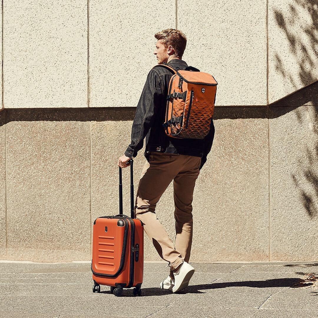 Chất liệu nhựa của vali sẽ tương ứng với giá thành sản phẩm