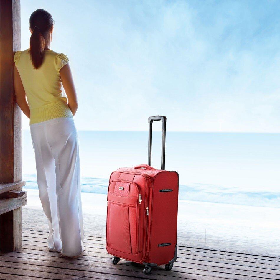 Bạn nên đầu tư vào một chiếc vali vải nếu muốn mang theo nhiều tư trang - vali vải và nhựa cái nào tốt