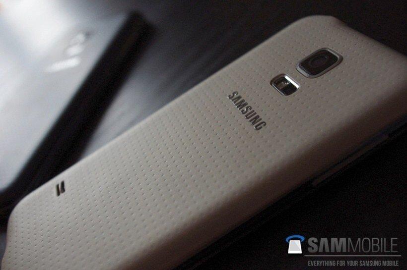 mặt sau Galaxy S5 mini