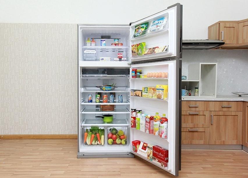 Sản phẩm tủ lạnh Sharp SJ-XP555PG với nhiều ngăn chứa thực phẩm rộng rãi.