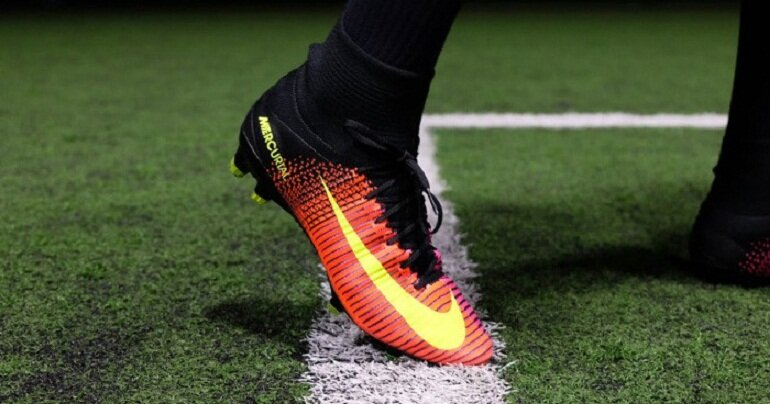 thiết kế giày đá bóng Nike Mercurial khá đẹp