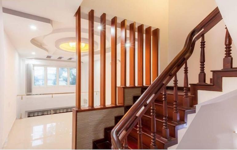 Làm cầu thang thì chọn gỗ gì là phù hợp